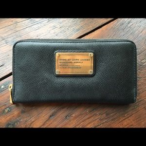 Marc by Marc Jacobs Classic Q Zip Around Wallet
